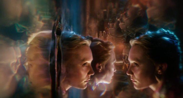 Resultado de imagen de Alicia en el pais de las maravillas- atravesando el espejo a un mundo nuevo