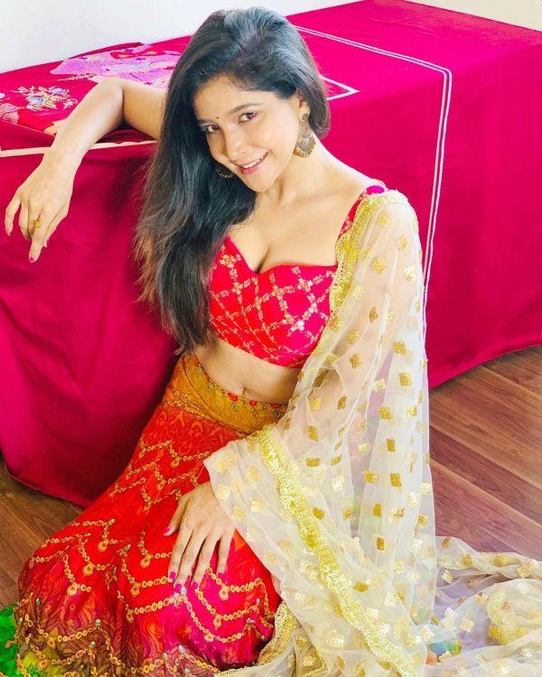 Sakshi Agarwal-Live Tamil News Online