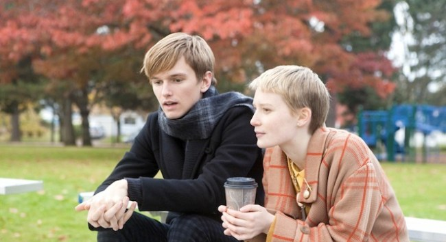 henry-hooper-mia-wasikowska-restless-movie-image