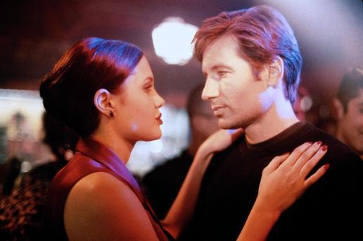 T: Playing God / Playing God D: Angelina Jolie, David Duchovny R: Andy Wilson P: USA J: 1997 PO: Szenenbild RU: Action DA: , - Nutzung von Filmszenebildern nur bei Filmtitelnennung und/oder in Zusammenhang mit Berichterstattung über den Film.