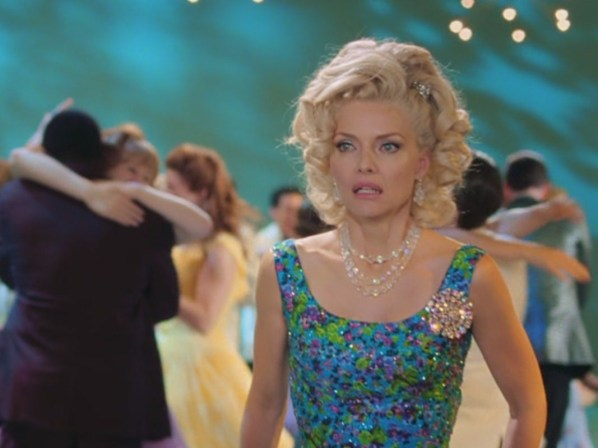 Michelle-Pfeiffer-in-Hairspray-michelle-pfeiffer-26406580-1067-800