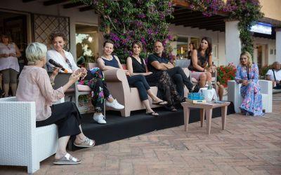 Elle sbarca a Tavolara, l'isola del cinema dove tutto è pronto per una nuova edizione del festival