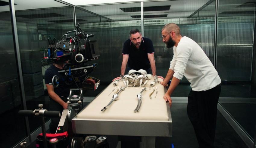 "(L-r) Alex Garland and Oscar Isaac on set of A24 Films' ""Ex Machina"""