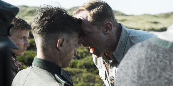 Bag-om stills fra filmen Under Sandet/Land of Mine. Foto: Henrik Petit
