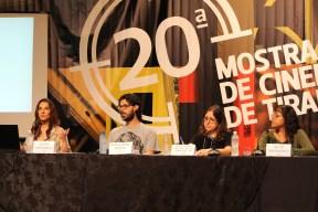 Mesa de Debate: Mulheres na Crítica, com integrantes do Coletivo Elviras e o mediador Marcelo Miranda