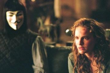 """Natalie Portman e Hugo Weaving em """"V de Vingança"""" (V for Vendetta, 2005) - Foto: Warner Bros./Divulgação"""
