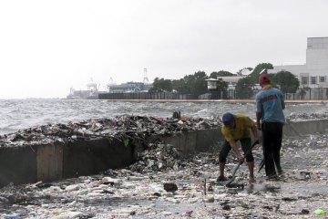 """""""A História do Plástico"""" (The Story of Plastic, 2019), de Deia Schlosberg - Divulgação"""