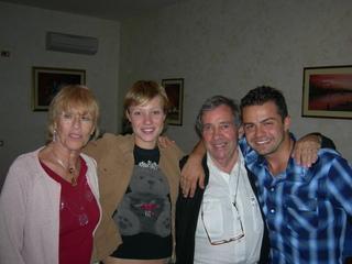 Massimo Iaboni con la moglie e gli attori Chiara Mastalli e Andrea De Rosa