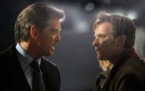 "Pierce Brosnan e Ewan McGregor in ""The Ghost"""