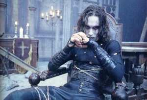 "Brandon Lee in una scena di ""Il Corvo"""