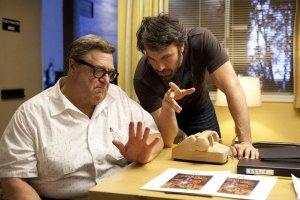 John Goodman e Ben Affleck sul set di Argo
