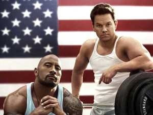 Dwayne Johnson e Mark Wahlber nel poster di Pain and Gain