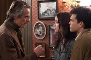 Jeremy Irons, Alice Englert e Alden Ehrenreich in un'immagine di Beautiful Creatures