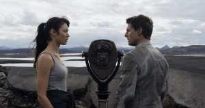 Olga Kurylenko e Tom Cruise in un'immagine di Oblivion