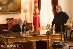 Donald Sutherland e Philip Seymour Hoffman in un'immagine de La ragazza di fuoco