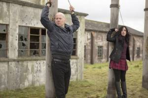 Bruce Willis e Mary-Louise Parker in un'immagine di Red 2