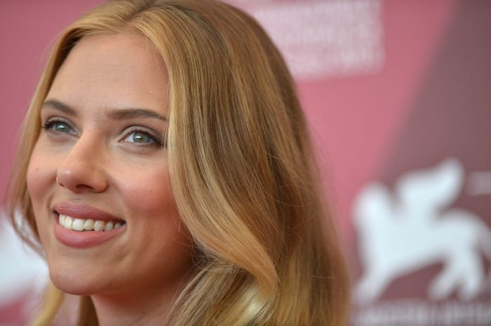 Scarlett Johansson a Venezia | © GABRIEL BOUYS / Getty Images