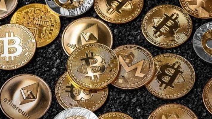 altın renkli bitcoin damgalı para örnekleri