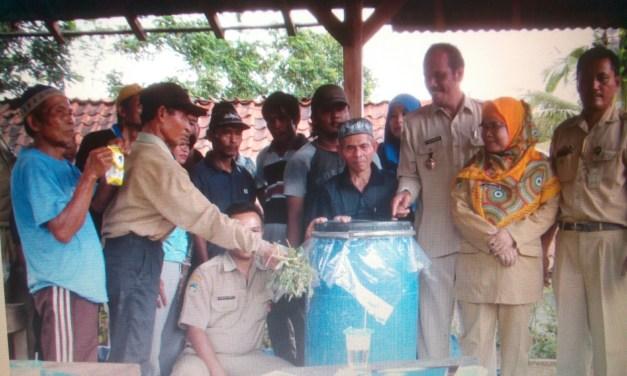 Kelompok Ternak Kambing Cingebul Berlatih Bikin Pakan Fermentasi