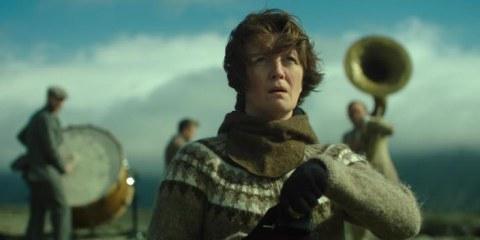Kona fer í stríð - Woman at War