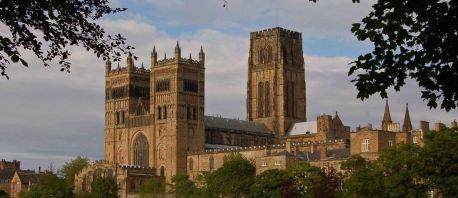La Cattedrale di Durham vista da lontano