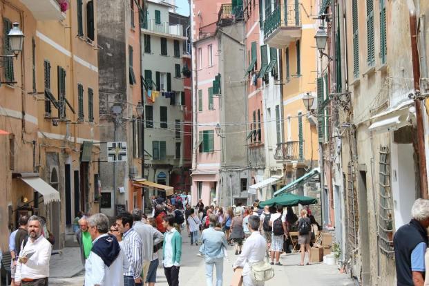 Rue animée des villages