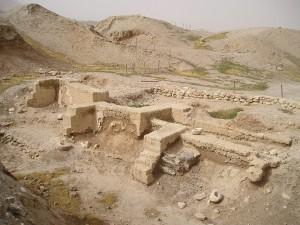 Gerico, fondamenta di antiche residenze emerse dagli scavi di Tell es-Sultan
