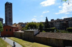 Lucca, panoramica dal parco delle mura