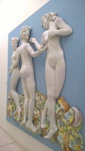 Museo della Ceramica di Faenza, Le tre grazie (1991 ca.) di E. e A. Baj