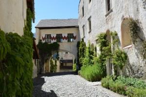 Castel Coira, cortile interno