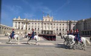 Palazzo Reale, cambio della guardia