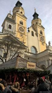 Bressanone, mercatino natalizio nella piazza della Cattedrale