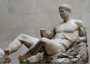 Statua di Dionisio dal frontone orientale del Partenone, marmi di Elgin, British Museum, Londra