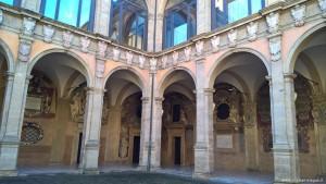 Bologna, cortile Biblioteca dell'Archiginnasio