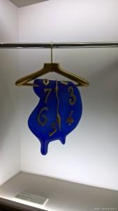 Salvador Dalì, orologio molle appeso, foto scattata alla mostra Dalì Experience di Bologna