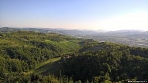 Bologna, veduta sui colli bolognesi dalla terrazza panoramica del Santuario di San Luca
