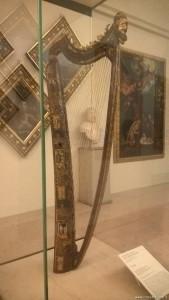 Modena, Galleria Estense, arpa decorata