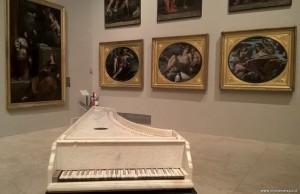 Modena, Galleria Estense, cembalo in marmo
