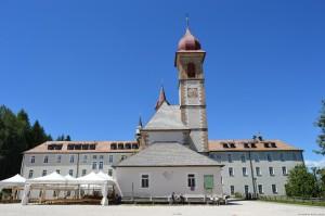 Val d'Ega, Santuario della Madonna di Pietralba, piazzale retro