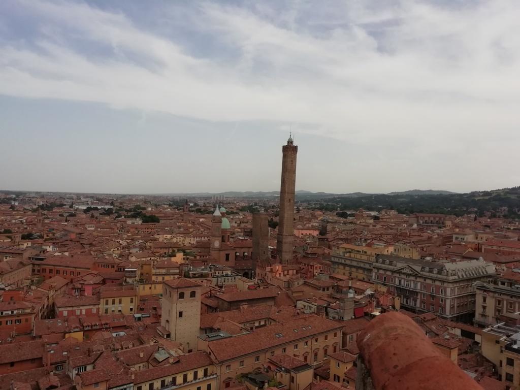 Conoscere Bologna La Torre Prendiparte Esperienziando Vitae