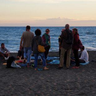 viaggiatori al tramonto