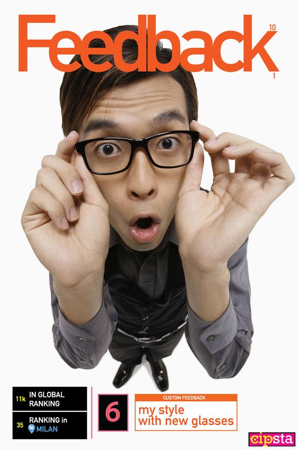 Ragazzo mostra gli occhiali