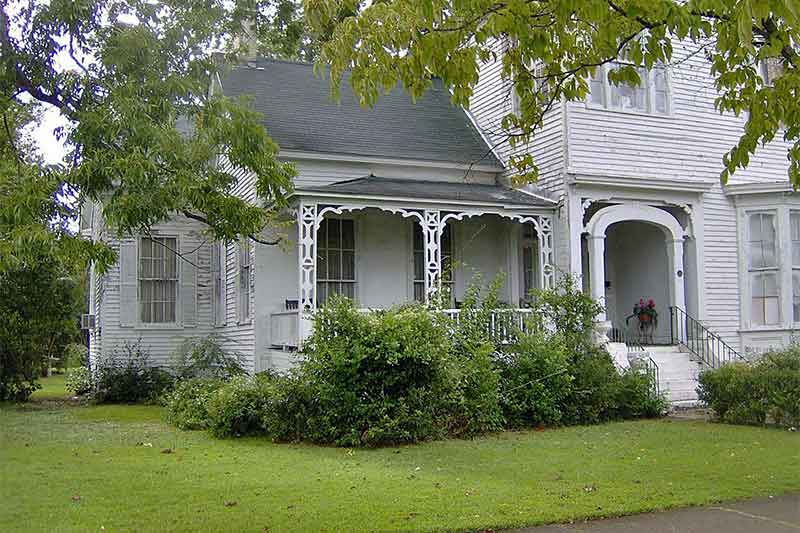 A Folk Victorian Farmhouse Fixer Upper In Eufaula Alabama CIRCA Old Houses Old Houses For