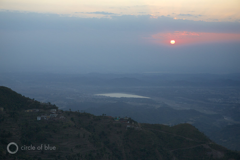 India sunset setting sun Himalaya foothills Himachel pradesh farm farming farmland Punjab Haryana crop cropland water food energy choke point circle of blue wilson center j. carl ganter