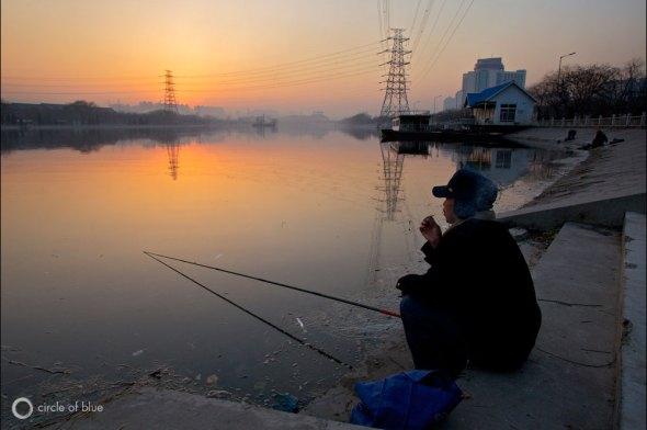 China Yellow River pollution fishing fish fisherman Aaron Jaffe Circle of Blue