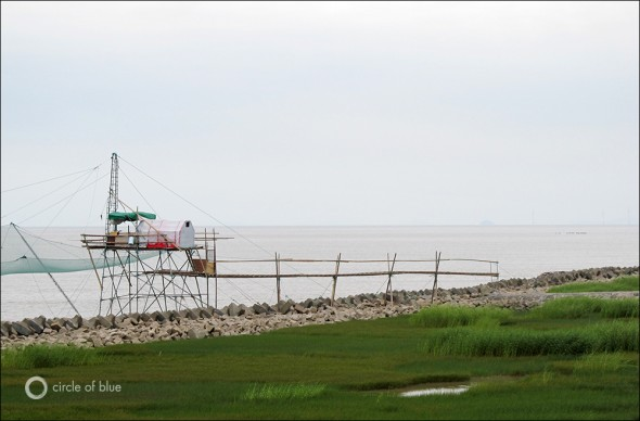 A fishing platform along the banks of the East China Sea.