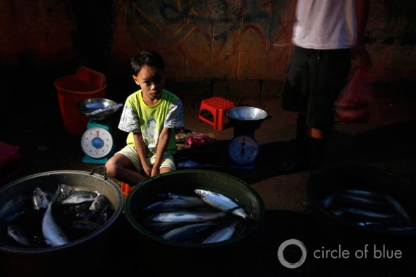 omar east manila philippines cuatro water privatization slum squatter village world water day 2013 carl ganter circle of blue