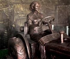 hongxinglong liang jun tractor bronze statue soviet union era food water energy Choke Point China Circle of Blue Keith Schneider