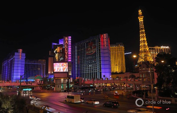 las vegas strip at night bellagio fountain venetian canals pat mulroy water use water-efficient structure southern nevada hotel
