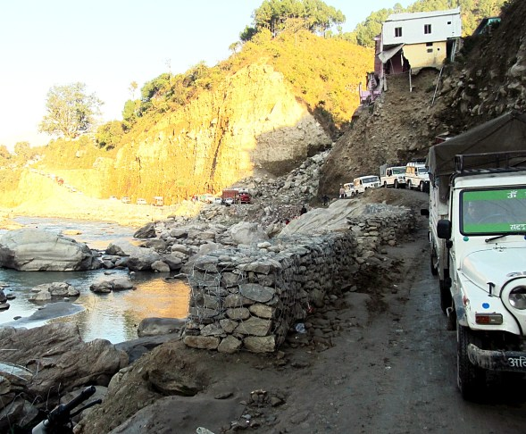 A vicious June 2013 flood in India caused ruinous damage to roads along the Mandakani River, including in Agastyamuni.